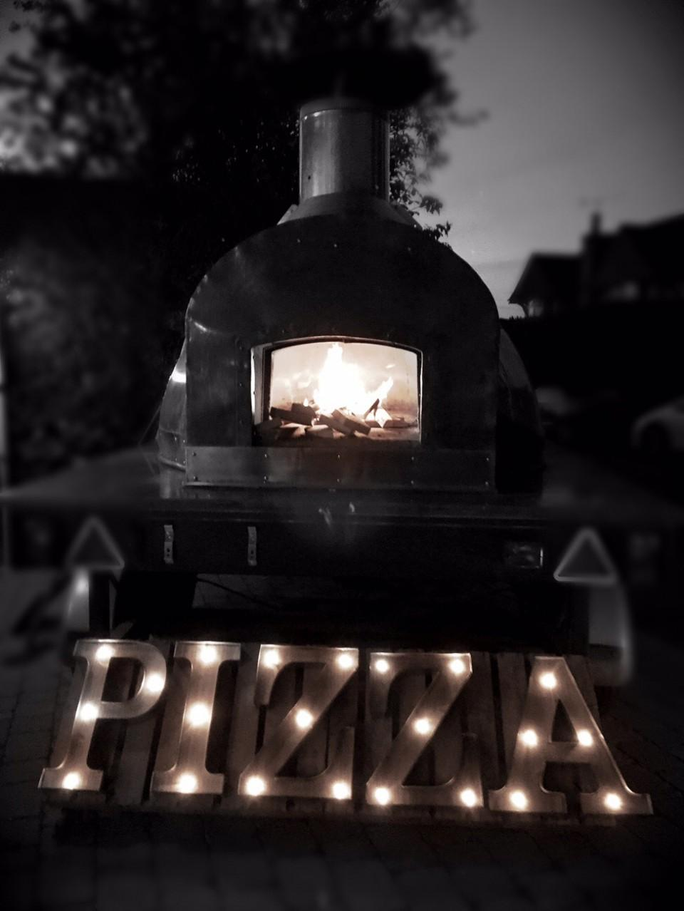 Wood Fired Wedding catering, fresh pizza cooked in a roaring Wood Fired oven.<br />A completely unique set up to make your day stand out from the crowd.